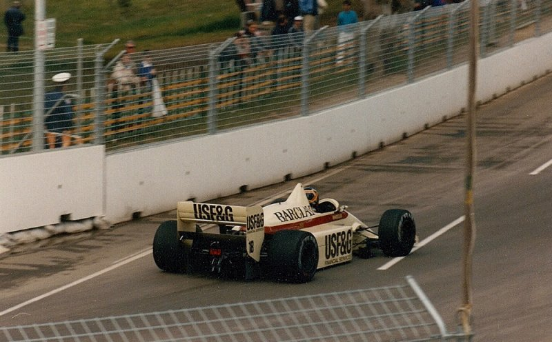 1986 Adelaide F1 18 Thierry Boutsen Arrows A8 BMW.jpg