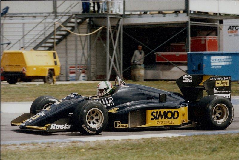 1986 Adelaide F1 23 Andrea de Cesaris Minardi M186 Motori Moderni 1.jpg